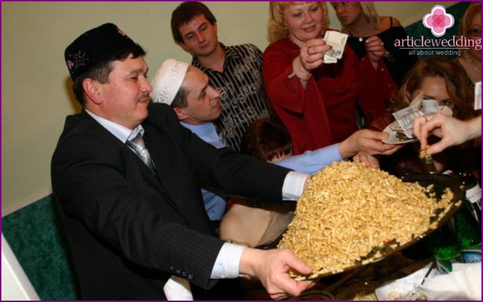 Wedding chuck-chak - traditional Tatar sweet