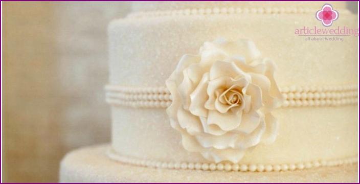 Snow-white paper cake