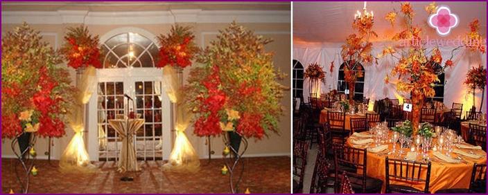 Dekoration des Saals für die Hochzeit im September