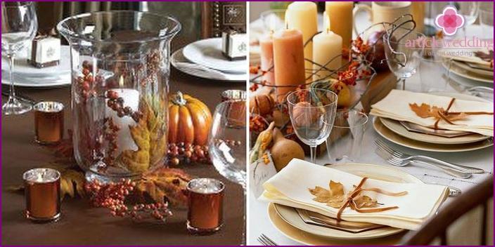Herbstzubehör auf einem Hochzeitstisch