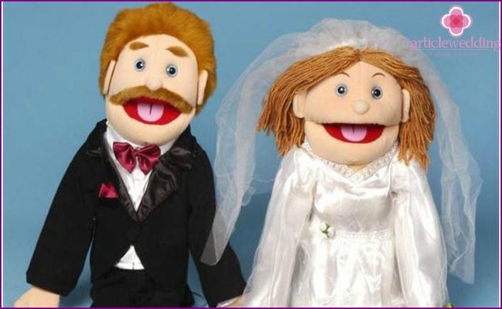 Geschenk für eine Leinenhochzeit: eine Figur glücklicher Ehepartner