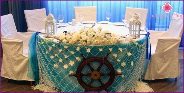 Ein Ehrenplatz für Ehepartner bei einer türkisfarbenen Hochzeit