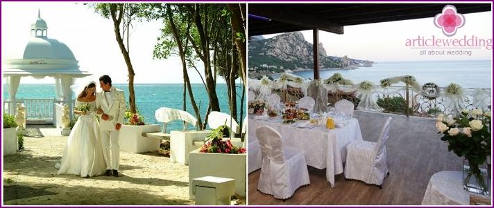 Wedding in the gazebo on the Crimean coast