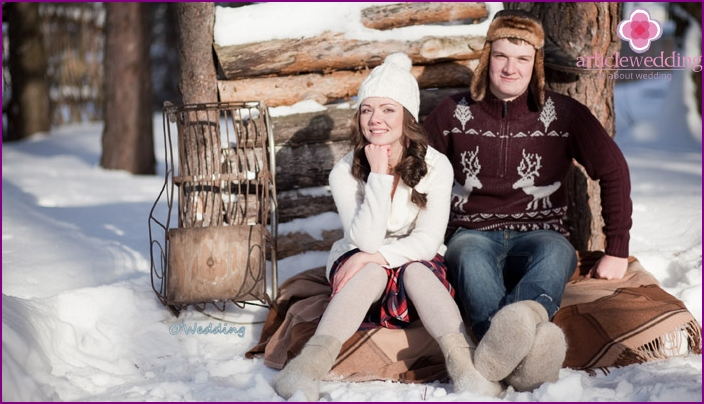 Winter photo shoot for honeymooners: love story