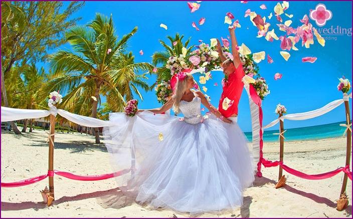 Hochzeit auf dem azurblauen Meer