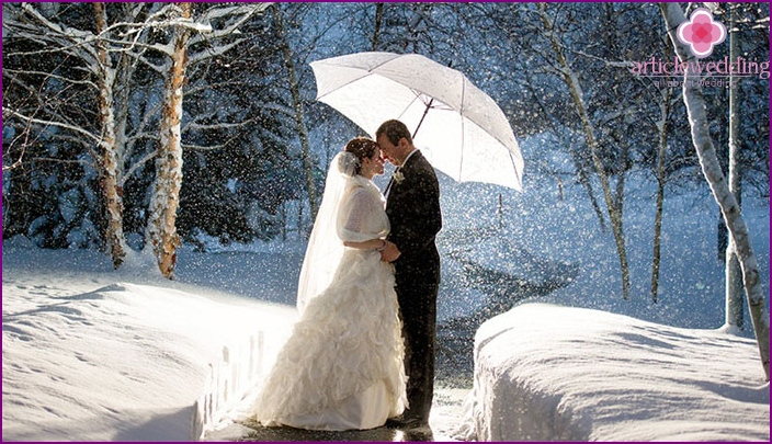 Snowfall at wedding pictures