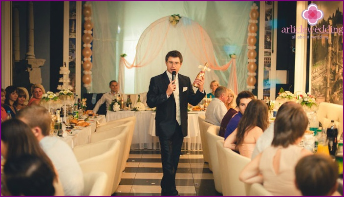 Host-master of ceremonies leads a feast