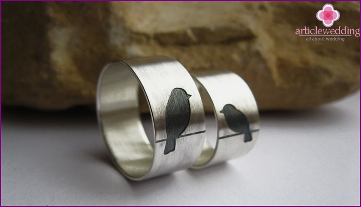 Tin rings for the tenth anniversary