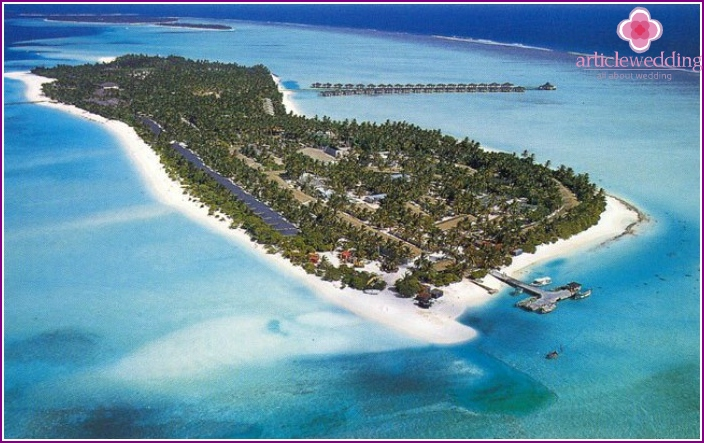 Ari Maldives atoll for honeymoon trip