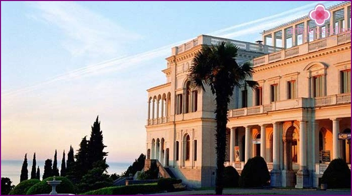 Excursions in the palaces of Crimea for newlyweds