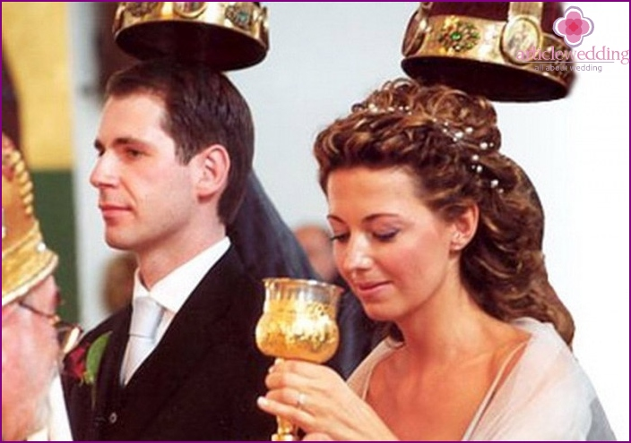 The bride drinks from the cup of communication
