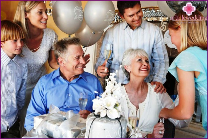 Guests on the thirtieth anniversary of family life