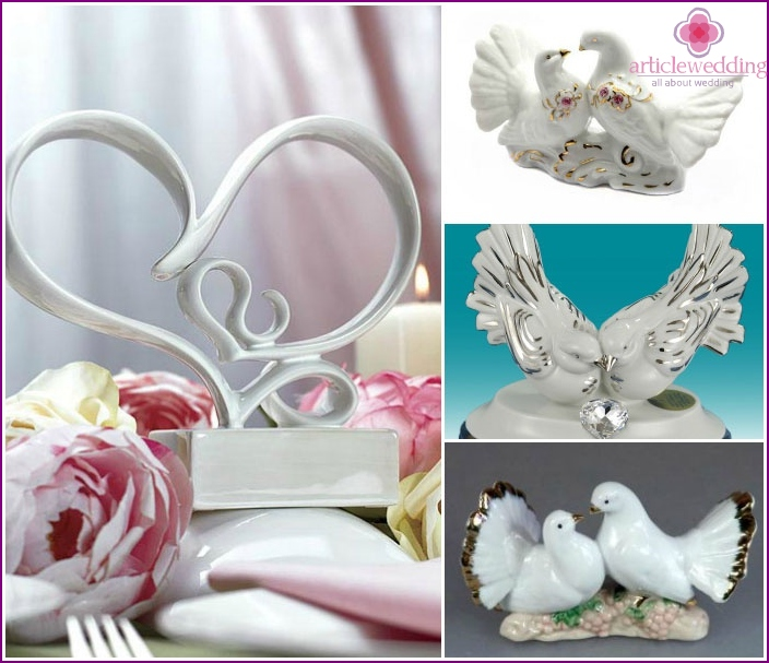 Porcelain figurines for the celebration of 20 years of wedding.