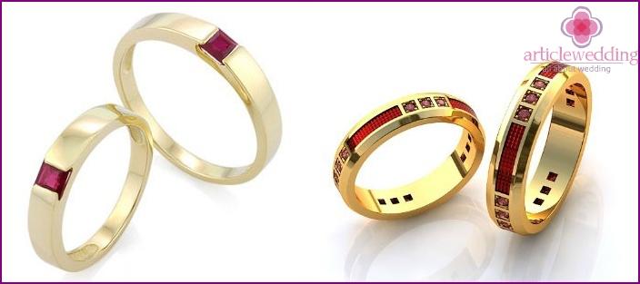 Ringe mit Rubinen für 100 Jahre Hochzeit
