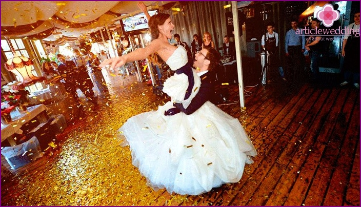 Dance of the bride and groom