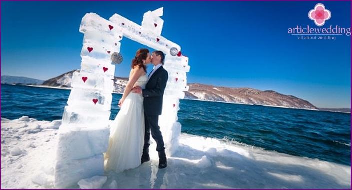Extreme wedding on Baikal