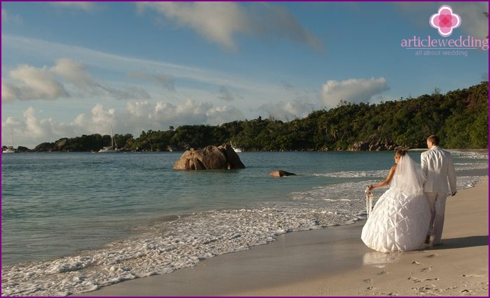 Marriage in the tropical islands of Seychelles