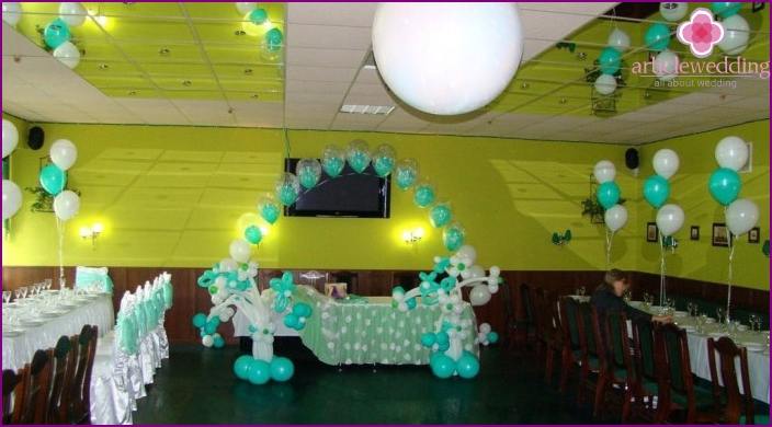 Budget wedding decoration with balls