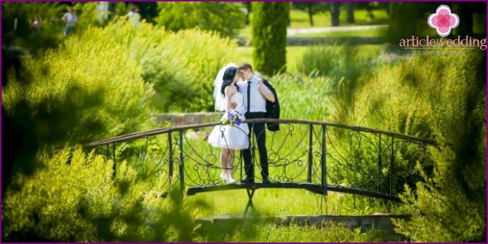 Wedding photo session in beautiful places of the city