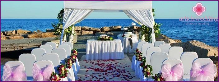 Holding a wedding celebration off the coast of Paphos