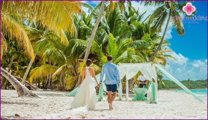 Beachfront wedding ceremony Juanillo Beach