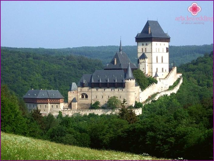 Czech castle Karlstejn as a place for a wedding