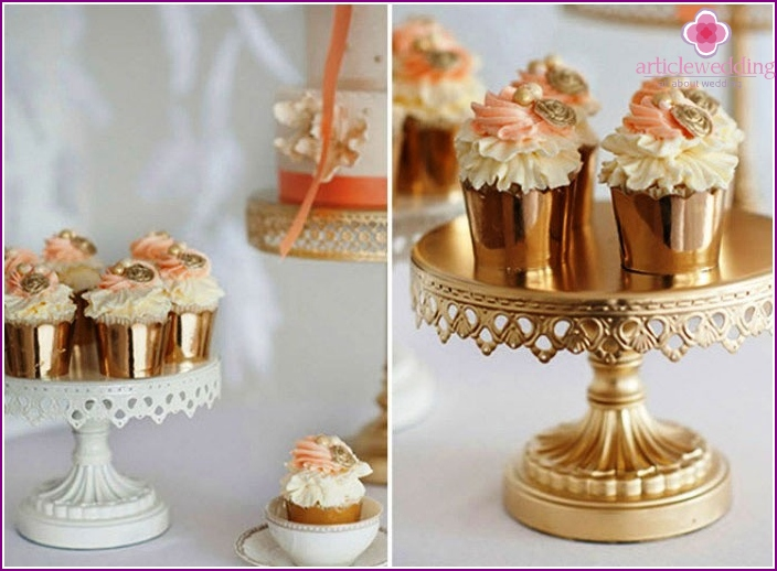 Interessanter goldener Cupcake-Kuchen