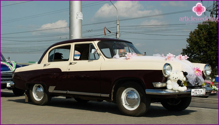 Decoration of wedding cars in the style of the USSR