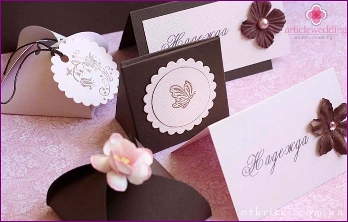 Pink and chocolate shades in the design of the wedding