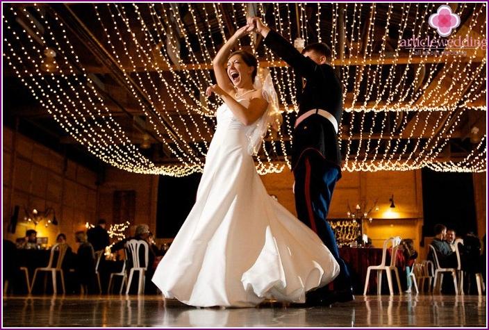 Unusual and amazing surprise dance