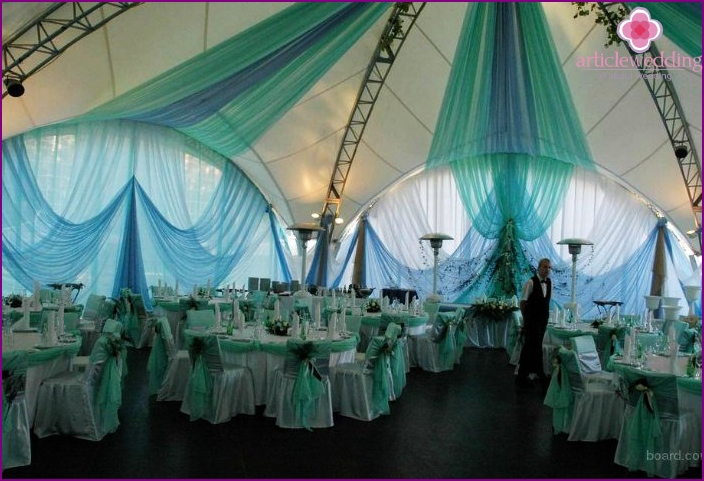 Decoration of the wedding hall with canopy fabric