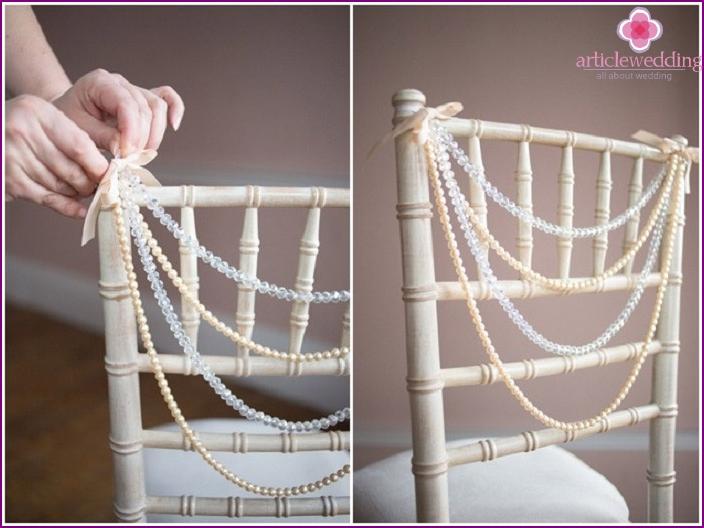 Das Dekor mit Perlen sieht sehr sanft aus
