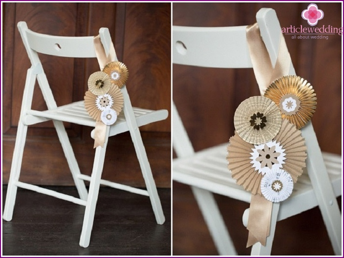 Paper fans - an economical choice for decorating a wedding