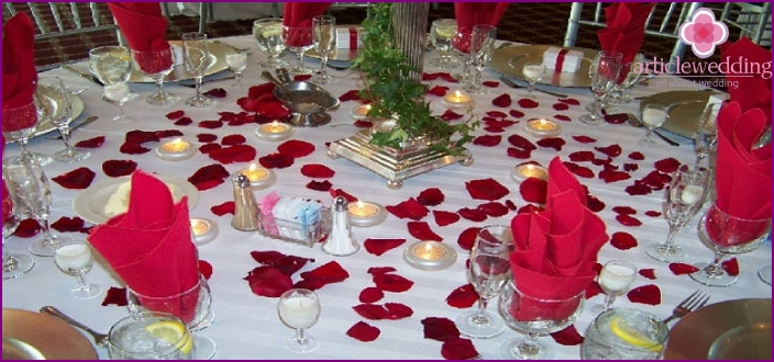 Additional decorations for newlyweds table decoration