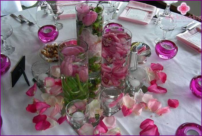 The combination of all the details on the wedding table