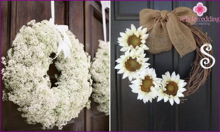 Dekoration der Eingangstür zum Haus der Braut