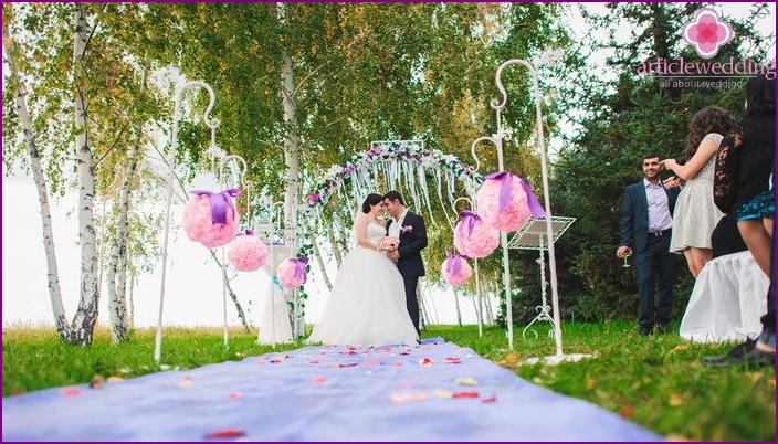 Balloons for a wedding in nature