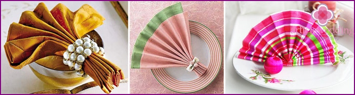 Fan-shaped napkins