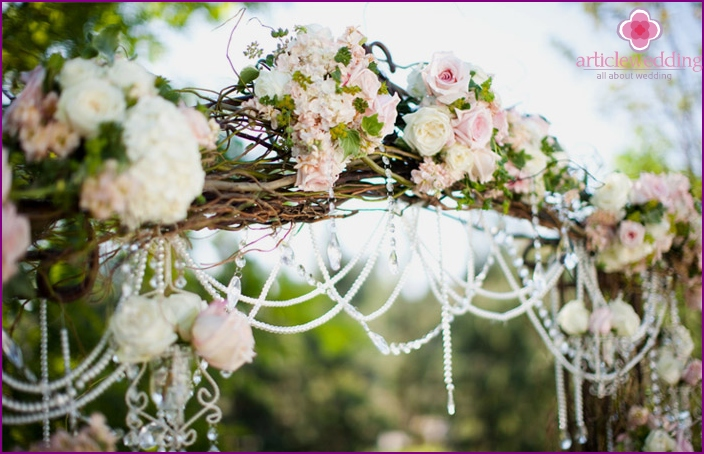Decoration of a wedding arch with flowers