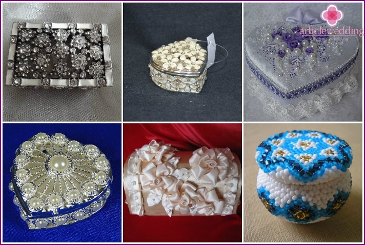 Rhinestone and beaded ring casket for rings