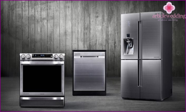 Appliances for separate housing newlyweds