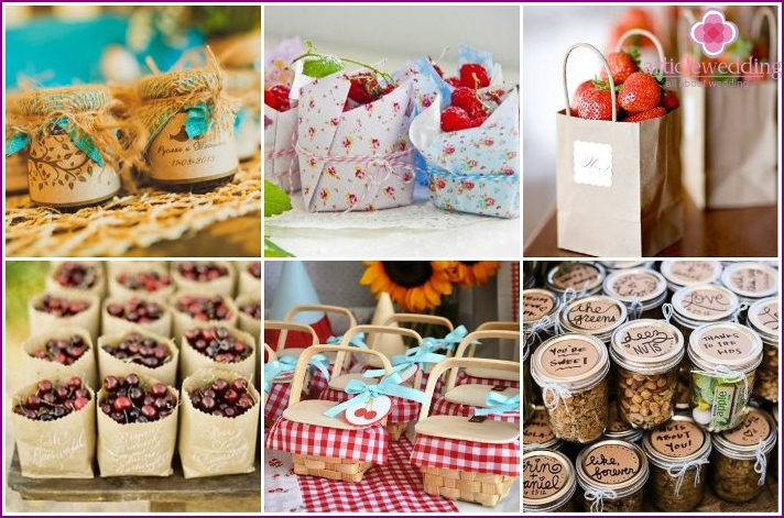 Bonbonniere boxes with berries or nuts