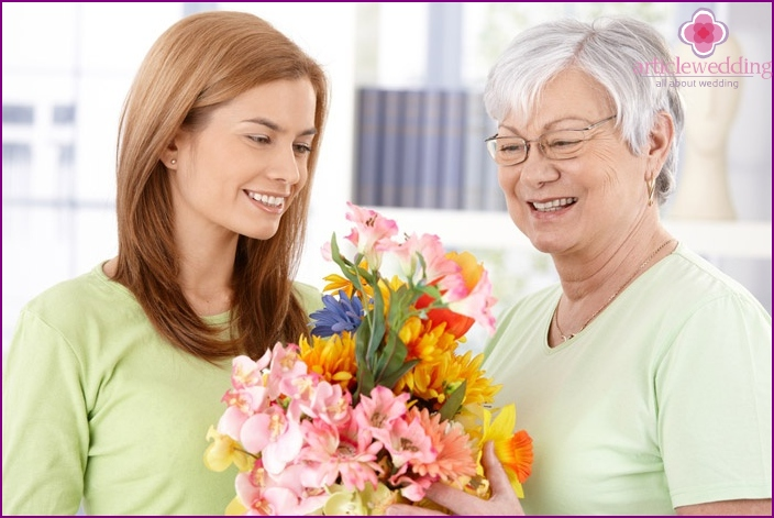 At the matchmaking it is customary to give flowers and treats