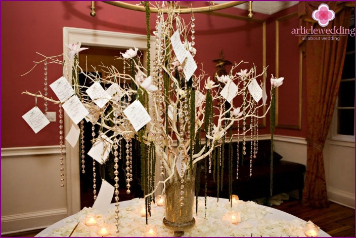 Wedding souvenir - wire tree for parting words of guests