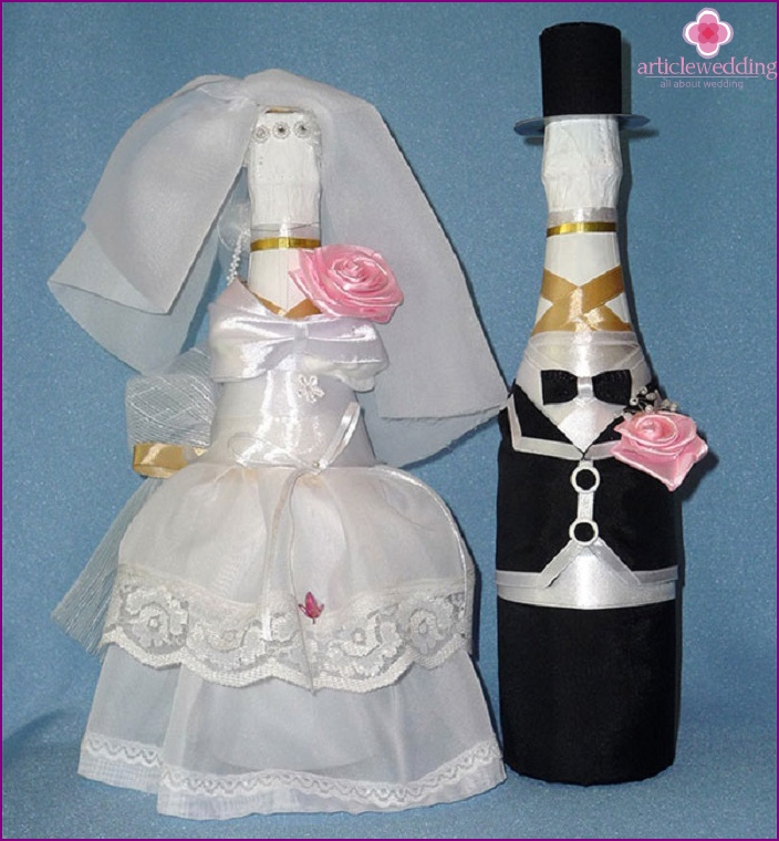 Outfit of the bride and groom for wedding champagne