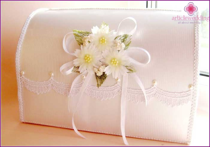 Beautiful pastel decor of a wedding accessory