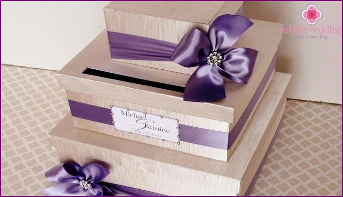 Wedding chest for money in the form of a cake