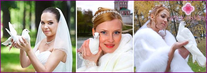 Brides hold pigeons