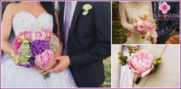 Eine Kombination aus einem Pfingstrosen-Boutonniere und einem Brautkleid