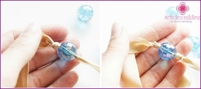 We fix the bead with knots on both sides